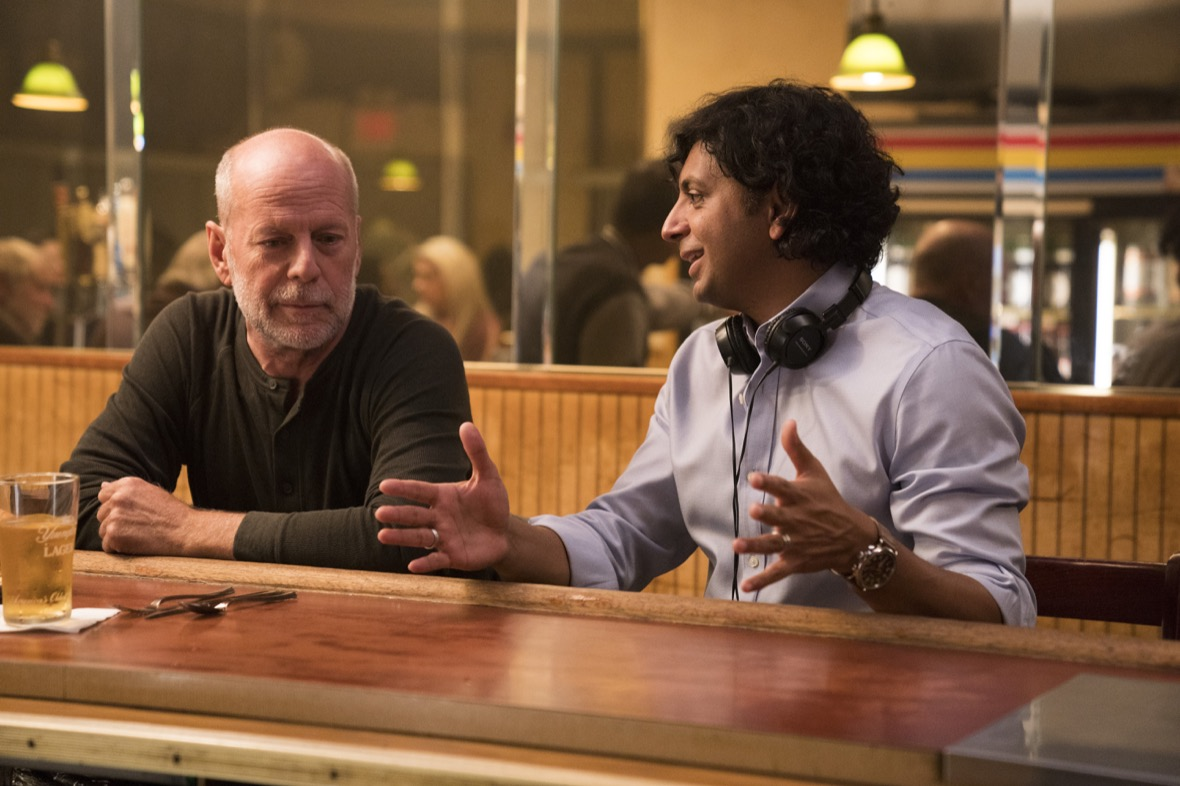 M. Night Shyamalan retrouve son acteur fétiche, Bruce Willis. © Walt Disney