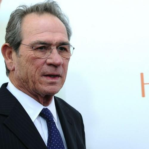 Tommy Lee Jones recadre Mouloud Achour
